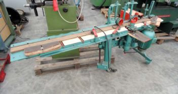 Wall lining moulder